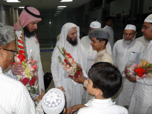 Grand welcome of Imam of Haram Makkah in Varanasi